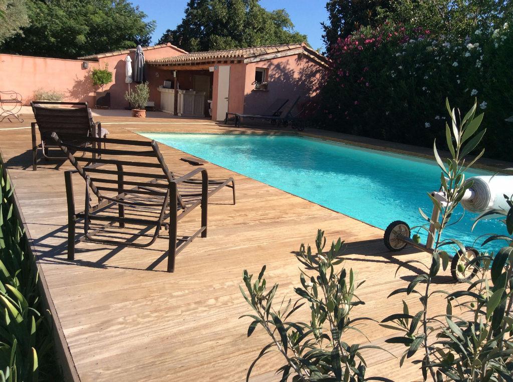 Vente villa 4 chambres avec piscine st martin de crau for Piscine saint martin de crau